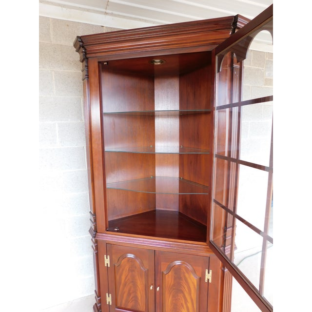Metal Councill Craftsmen Mahogany Chippendale Style Lighted Corner Cabinet For Sale - Image 7 of 13