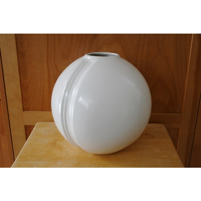 Modern White Round Vase For Sale In Seattle - Image 6 of 6