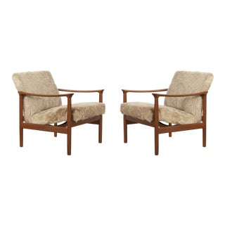 Set of Mid-Century Modern Westnofa Lounge Chairs in Brazilian Cowhide For Sale