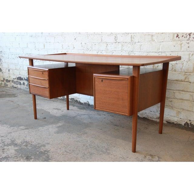 Danish Modern Teak Floating Top Desk by Peter Løvig Nielsen for Lovig Dansk, 1969 For Sale - Image 13 of 13