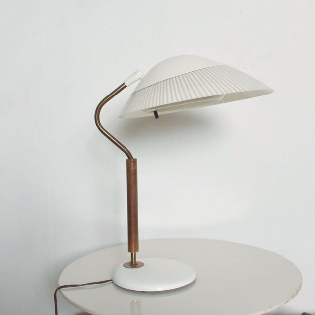 Modern Mid-Century Clamshell Table Desk Lamp by Gerald Thurston for Lightolier 1950s For Sale In San Diego - Image 6 of 9
