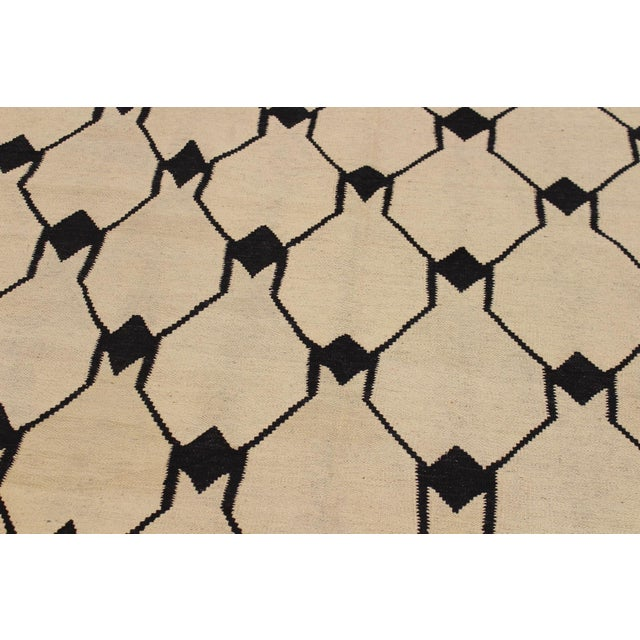 Abstract Kilim Dorthey Ivory Hand-Woven Wool Rug -5′8″ × 7′4″ For Sale - Image 4 of 8
