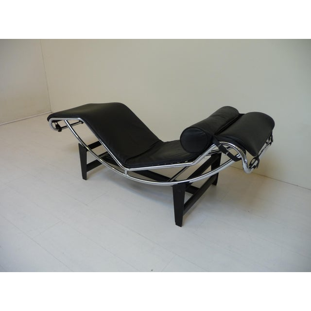 Mid-Century Modern Lc4 Style Black Leather Chaise Lounge in the Style of Le Corbusier For Sale - Image 3 of 8