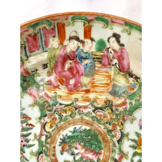 19th Century Chinese Rose Medallion Plate For Sale - Image 4 of 8