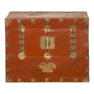 Korean Early 20th Century Chest with Double Doors and Traditional Brass Hardware For Sale