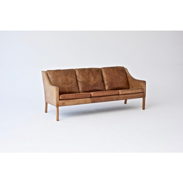 Børge Mogensen Original Borge Mogensen 2209 Sofa in Patinated Tan Leather, Denmark, 1960s-1970s For Sale - Image 4 of 6