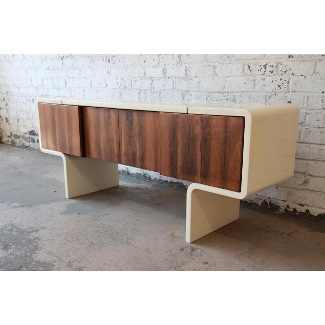 Mid-Century Modern 1970s Vintage William Sklaroff Mid-Century Modern Uniplane Credenza For Sale - Image 3 of 11