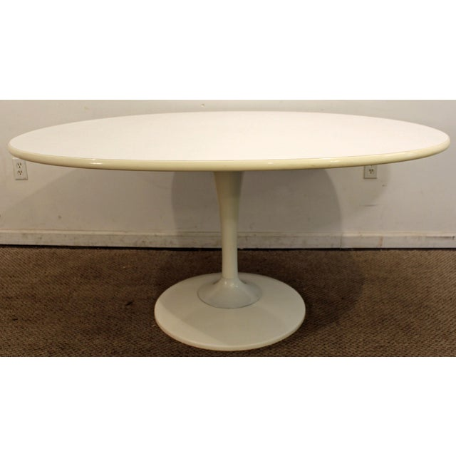 Offered is a Mid-Century Modern oval tulip dining table, similar to the style of Eero Saarinen. The table has a great mid-...