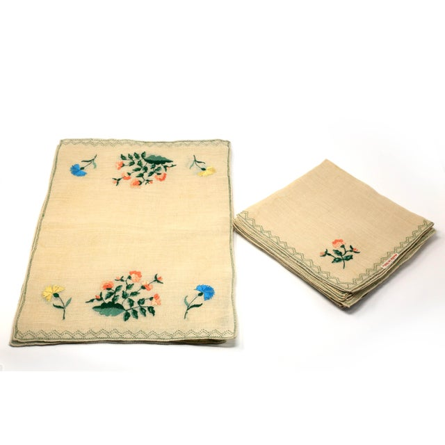 Vintage Italian Embroidered Linen Napkins and Placemats - Set of 16 For Sale - Image 12 of 12
