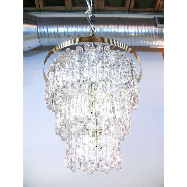 Tiered Lucite Icicle Chandelier For Sale In New York - Image 6 of 10