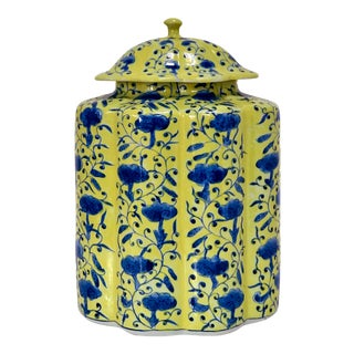 Chinoiserie Urn in Yellow and Blue With Lid For Sale