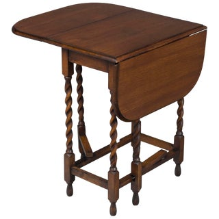 1920s English Traditional Oak Barley Twist Gate Leg Side Table For Sale