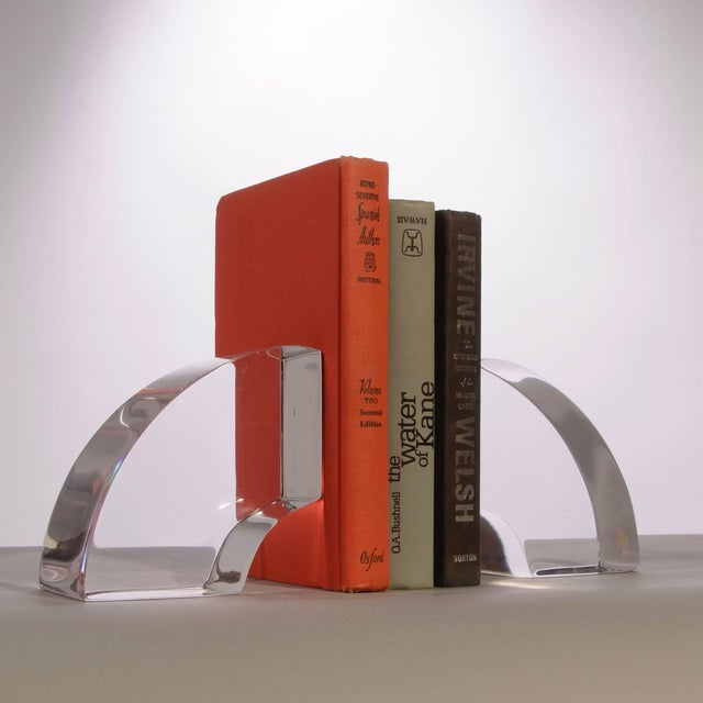 1970s Vintage Modern Astrolite Products Lucite Arched Bookends For Sale - Image 5 of 9