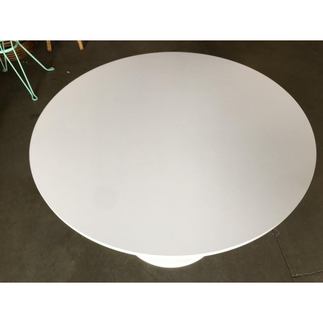 """1950s 41.5"""" Round Tulip Dining Table Designed by Eero Saarinen for Knoll For Sale - Image 5 of 8"""