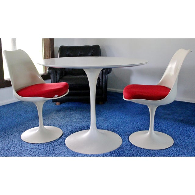 Metal Mid-Century Modern Saarinen for Knoll White Tulip Dinette Set Table 2 Chairs For Sale - Image 7 of 7