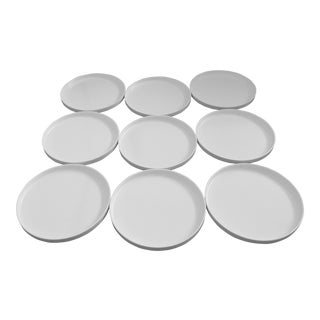 Late 20th Century Heller and Vignelli Mod White Dinnerware Plates - Set of 9 For Sale
