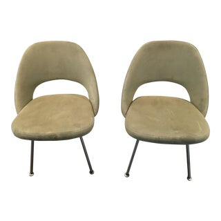 Pair of Mid Century Knoll Eero Saarinen Executive Side Chairs For Sale
