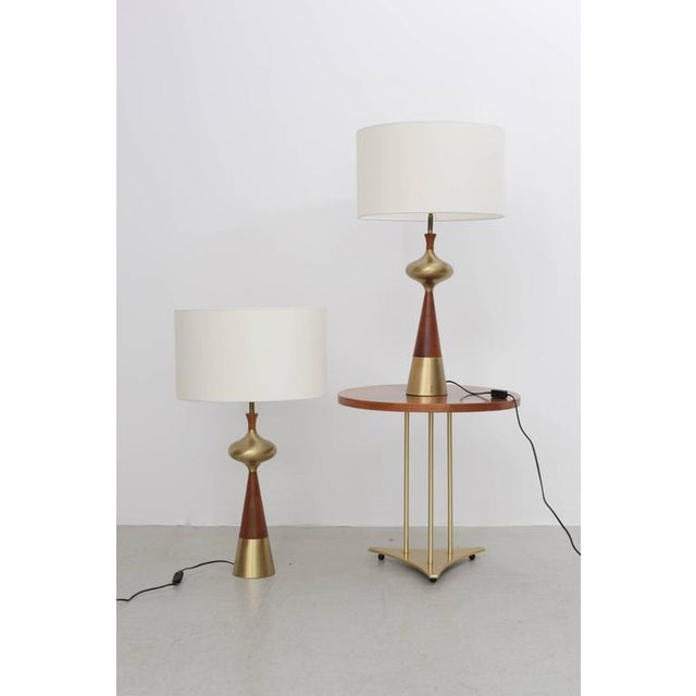 Set of two beautiful table lamps in walnut and brass by Tony Paul for Westwood, 1950s. These lamps are in excellent...