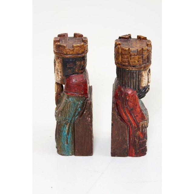1960s Pair of Wooden Queen and King Bookends For Sale - Image 5 of 6