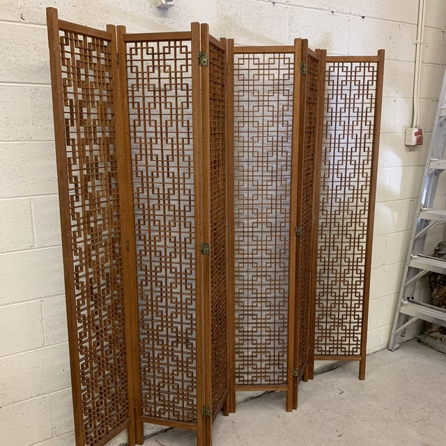 Not much to say about this near perfect teak screen - it's near perfect! Intricate, complex interlaced fretwork pattern....