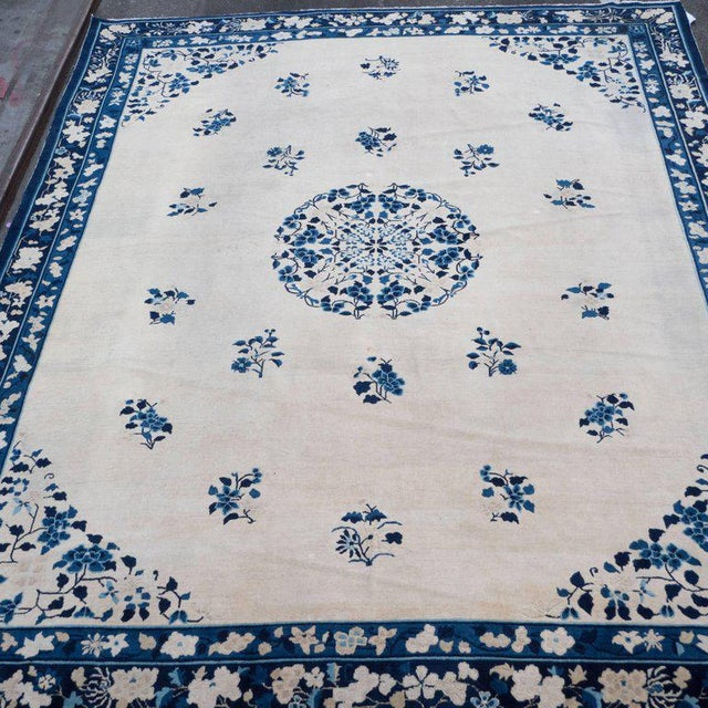 1920s Large Scale Chinese Art Deco Rug in Cream and Navy with Floral Motifs For Sale - Image 5 of 10