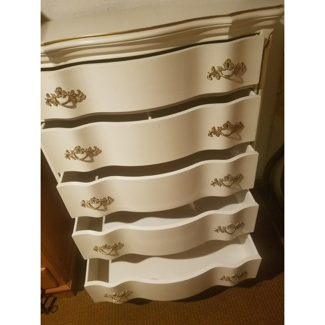 French Vintage Bassett French Provincial Chest of Drawers For Sale - Image 3 of 6