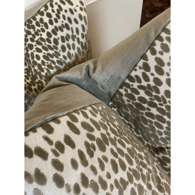 """Traditional Schumacher """"Cheetah Velvet"""" in Natural 22"""" Pillows For Sale - Image 3 of 5"""