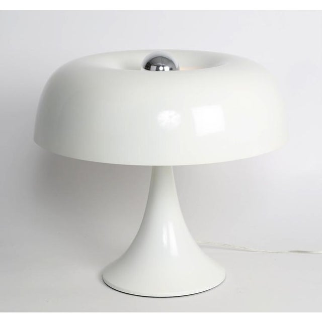 Super-mod 1970s table lamp by American lighting designer Robert Sonneman. Constructed of spun aluminum with a glossy-white...