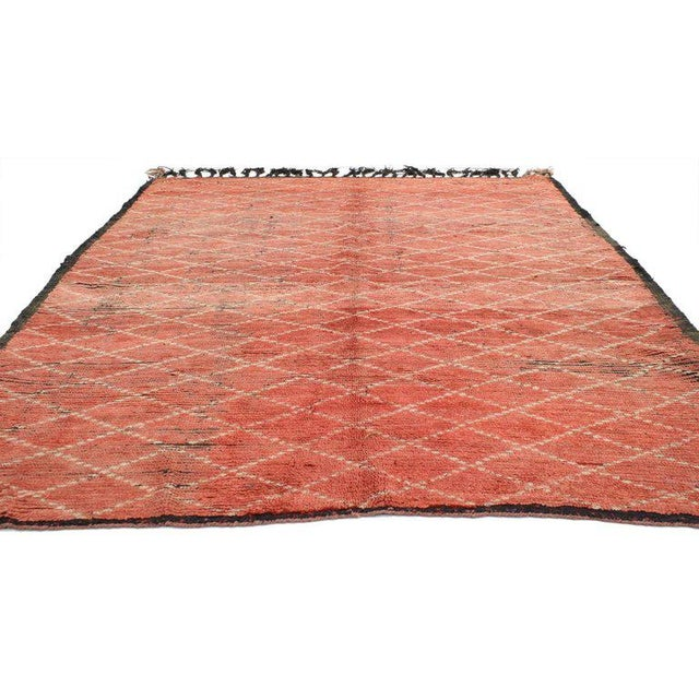 20613 vintage Berber Moroccan rug with tribal style. Subdued red emits a feeling of warmth and closeness in this vintage...
