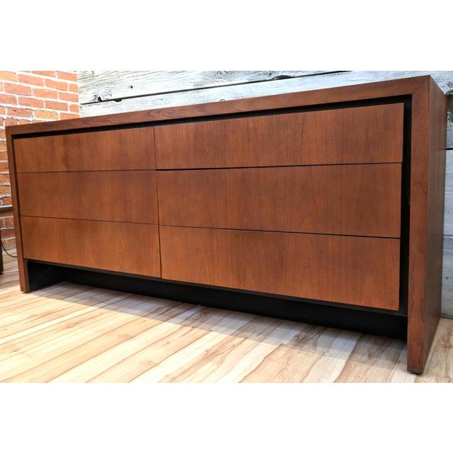 Dillingham Mid-Century Modern Dillingham for Merton Gershun Walnut Dresser For Sale - Image 4 of 11