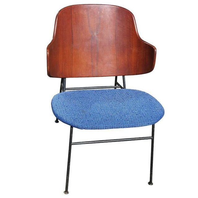"Mid-Century Modern 1950s Ib Kofod-Larsen ""Penguin"" Iron and Molded Birch Danish Lounge Chair For Sale - Image 3 of 8"