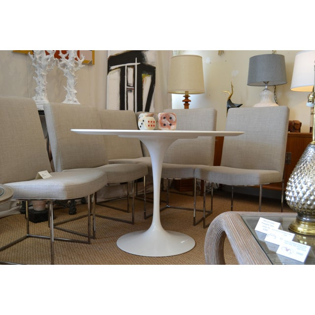 Mid-Century Modern Original Eero Saarinen Round Antique White Laminated Tulip Dining Table Knoll For Sale - Image 3 of 13