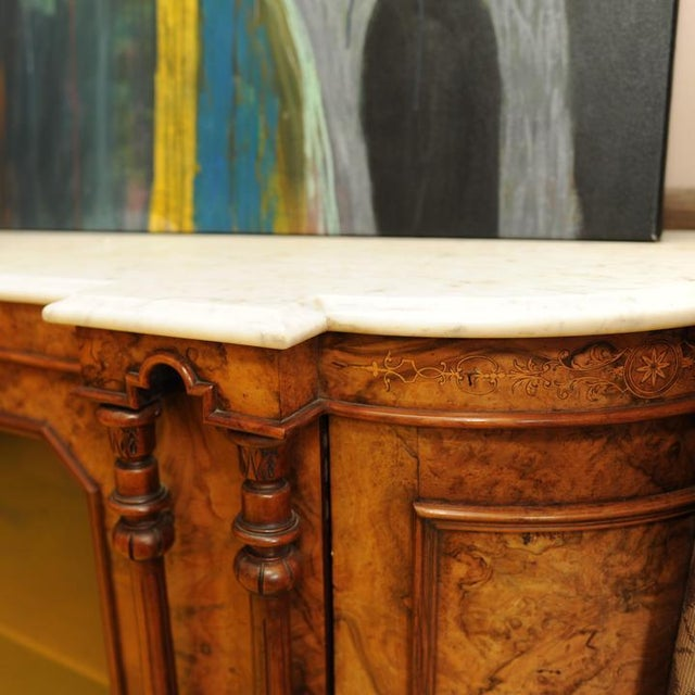 Traditional 19th Century Italian Georgian Burled Walnut and Marble Credenza For Sale - Image 3 of 4