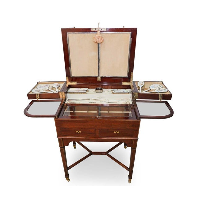 Traditional George Betjeman & Sons Dressing Vanity Table For Sale - Image 3 of 13