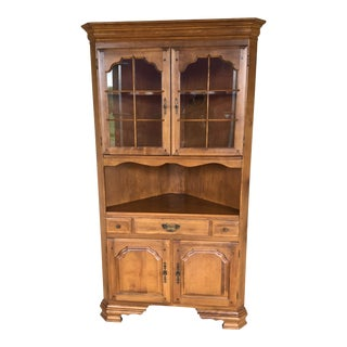 Temple Stuart Solid Maple Colonial Style Corner Cupboard For Sale