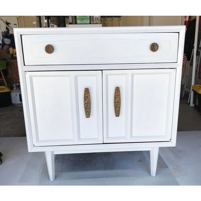 Mid Century Modern Heritage Night Stands- A Pair For Sale - Image 11 of 12
