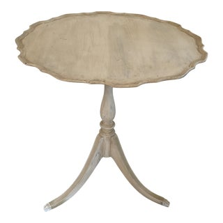 Vintage English Traditional Tilt-Top Side Table For Sale