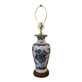 Traditional Blue & White Ceramic Table Lamp For Sale