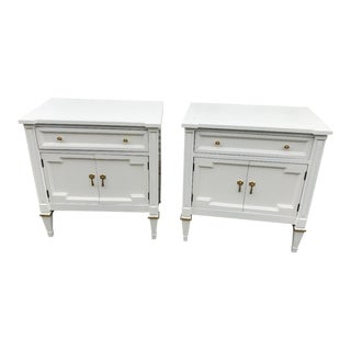 Freshly Lacquered White Furniture Company Traditional Nightstands a Pair For Sale