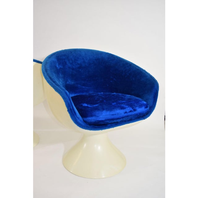 Four Space Age Style Bubble Chairs in Blue Velvet by Chromecraft - Image 2 of 7