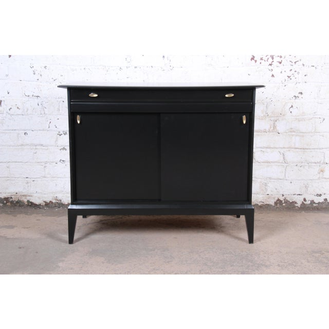Paul McCobb Style Ebonized Mid-Century Modern Compact Credenza by Heywood Wakefield For Sale - Image 13 of 13