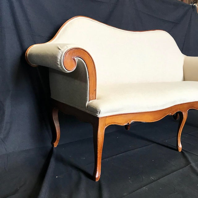 19th Century French Louis XV Style Walnut Loveseat With Cabriole Legs For Sale - Image 5 of 6