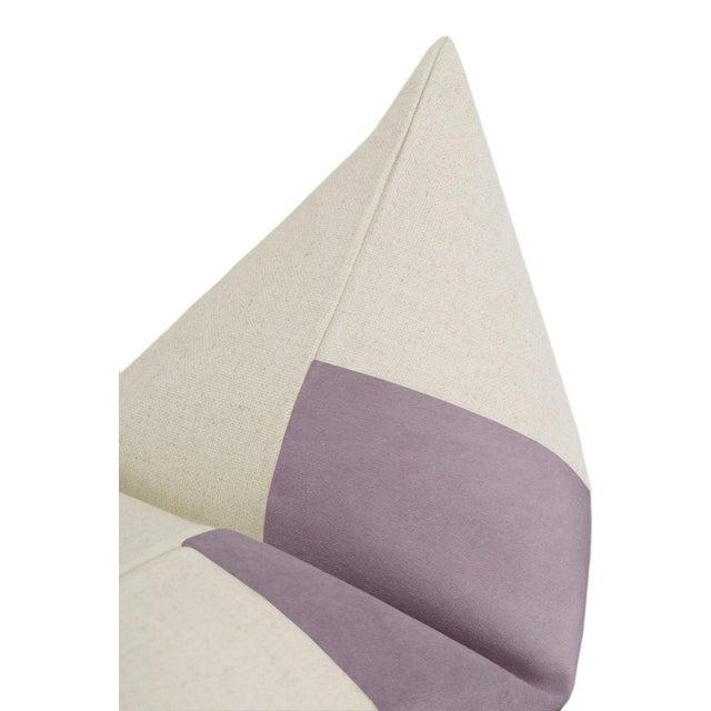 "22"" Smokey Lavender Velvet Panel & Linen Pillows - a Pair For Sale - Image 4 of 6"
