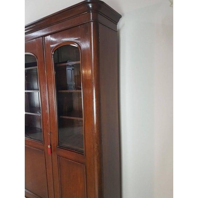 20th Century English Mahogany Wood Bookcase For Sale - Image 6 of 11