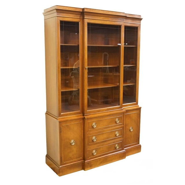 Late 20th Century Vintage Rway Mahogany Block Front Duncan Phyfe China Cabinet For Sale - Image 13 of 13