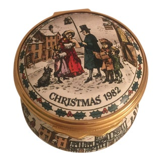 1982 Halcyon Days Enamels Christmas Round Trinket Box For Sale