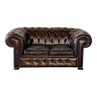 English Tufted Leather Chesterfield Sofa For Sale