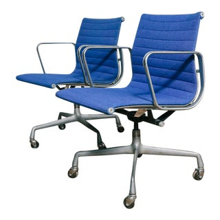 Vintage Eames Aluminum Group Office Chairs – a Pair For Sale