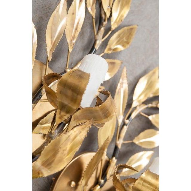 "Gold Pair of French Vintage Gilt-Brass Single-Arm ""laurel Leaf"" Sconces For Sale - Image 8 of 9"