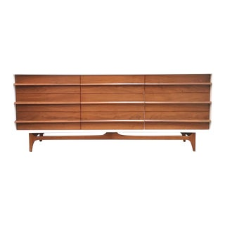 Mid Century Modern Dresser/Credenza by Young Manufacturing For Sale